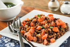 Lentil salad and salmon. Lentil salad and salmon with cilantro dressing (in Spanish) Fresco, Cilantro Dressing, Legumes Recipe, Lentil Salad, Healthy Salad Recipes, Lentils, Seafood Recipes, Good Food, Spanish