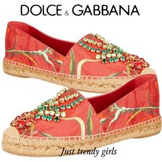 The printed espadrille from Dolce & Gabbana for spring summer the collection was very feminine and comfy, the cute canvas espadrilles are Espadrilles, Trendy Shoes, Casual Shoes, Kinds Of Shoes, Custom Shoes, Summer Shoes, Me Too Shoes, Fashion Shoes, Shoe Boots