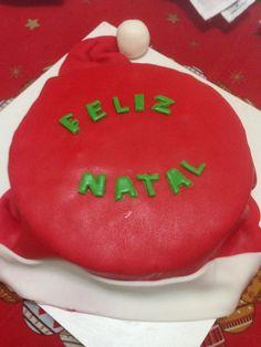 Bolo de chocolate decorado com recheio de palha italiana #happychristmas #feliznatal #sweetsugardream #cake #hohoho #papainoel #santaclaus