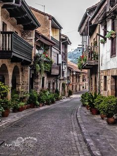 Cartes, Cantabria - Car Tutorial and Ideas Great Places, Places To See, Beautiful Places, Places Around The World, Around The Worlds, Places In Spain, Hotel Paris, Basque Country, Viajes