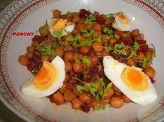 Garbanzos fritos con jamón y chorizo Iberico. Ver la receta http://www.mis-recetas.org/recetas/show/38860-garbanzos-fritos-con-jamon-y-chorizo-iberico