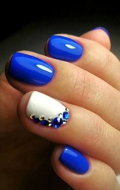 Who doesn't love bling! Great nail design with a lot of gems!
