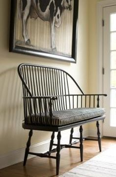 """""""love this Windsor bench & the framed cow print! Country Bench, Country Decor, Country Charm, Colonial Furniture, Furniture Decor, Shaker Furniture, Windsor Bench, Windsor Chairs, Decoration"""