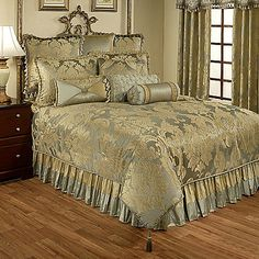Feel like royalty every time you lay in bed with the soft yet glowing Austin Horn Classics Duchess 4-Piece Comforter Set. In a delicate sea mist shade and shimmery French vanilla gold, the opulent bedding adds a regal look to your bedroom.
