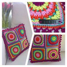 Haal de lente alvast in huis. Vrolijke kleuren, een bos tulpen...en een beetje zon! #haken #hakeniship Blanket, Crochet, Tulips, Ganchillo, Blankets, Cover, Crocheting, Comforters, Knits