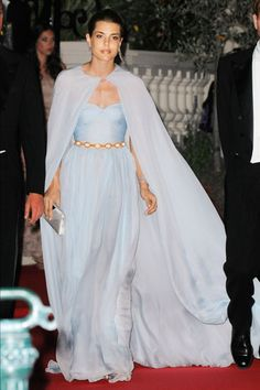 one day I would love to rock a huge flowy cape on an outing somewhere, anywhere