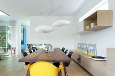 50 Modern Dining area with Awesome Lighting design in These are the great idea for your home. This can make you dining area lighting design look great Dining Room Design, Dining Area, Dining Rooms, Vancouver House, Modern Interior, Interior Design, Light Hardwood Floors, Journal Du Design, Pink Houses