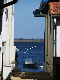 Entre les cabanes, village de l'Herbe, presqu'île du Cap Ferret, Bassin d'Arcachon, Gironde, Aquitaine, France. #sea
