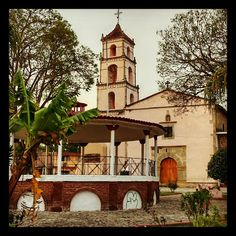 Jardín e Iglesia de la tenencia Coatepec de Morelos de Zitácuaro, Michoacán, México.  fotosdezitacuaro.blogspot.com