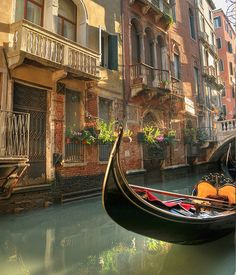 """Venice, Italy (by Manuel Secher). >>> Have you ever ridden a gondola? What did you think? Was it worth it?....oh the story I have about our """"romantic"""" gondola ride"""