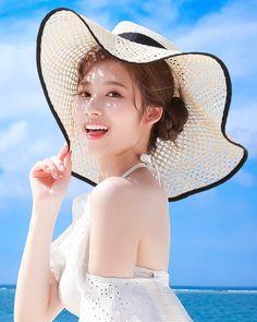 Sana-Twice 181229 Happy Birthday✨ Kpop Girl Groups, Korean Girl Groups, Kpop Girls, Poses, Sana Cute, J Pop, Chica Fantasy, Sana Momo, Sana Minatozaki