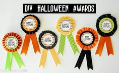 (Prize Ribbons) Paisley Petal Events Halloween Costume Award Ribbons Source by meandmyinsanity Halloween Costume Awards, Halloween Party Kostüm, Halloween Ribbon, Halloween Parade, Scary Halloween Decorations, Halloween Party Costumes, Halloween Costumes For Kids, Halloween Crafts, Halloween Office