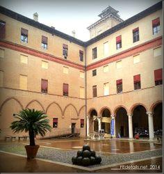 Cortile interno del Castello Estense, Ferrara - Inner courtyard of the Castello Estense, Ferrara, Italy