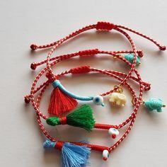 Μάρτης boho | Μαρτάκια - Jamjar.gr Masai Jewelry, Evil Eye Jewelry, Hippie Chic, Paracord, Textile Art, Macrame, Crochet Necklace, Textiles, Boho