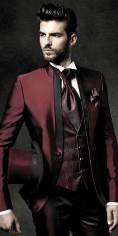 Me gusta el rojo asi para un traje, para graduaciones o bodas... Muy plus ! :D