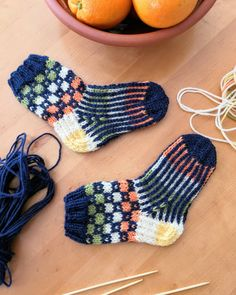"""61 gilla-markeringar, 2 kommentarer - Christine Widd (@hcwstickning) på Instagram: """"60 gram restgarnssockor 💙💚💛 #knittingaddict #novitaknits #novita7veljestä #novita7bröder…"""" Fingerless Gloves, Arm Warmers, Villa, Socks, Instagram, Fashion, Knitting Socks, Projects, Fingerless Mitts"""