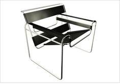 C'est lors des années 1925 et 1926 que l'Allemand Marcel Breuer a dessiné la chaise modèle B3. Le peintre Wassily Kandinsky, son collègue de l'école du Bauhaus, est tombé sous le charme de cette chaise et Marcel Breuer lui en a fabriqué une. 10 ans plus tard, la chaise devient un succès commercial sous le nom de Wassily. Elle est éditée par Knoll.