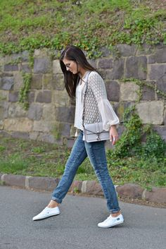 Wingman | Simple Shoes white sneakers, crochet blouse, regular skinny jeans, spring style, spring look, spring outfit, spring nyc style, street style, fashion blogger Personal Style | To Be Bright