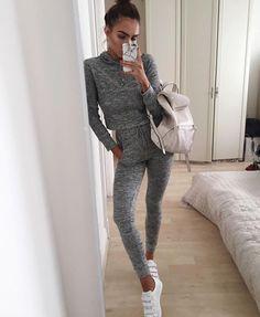 Girl in picture instagram: lissyroddyy