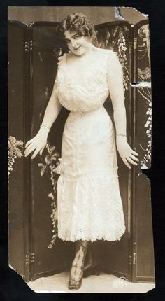 The New York Public Library, c. 1910. This photo shows Julian Eltinge, female impersonator, in undergarments, rather than fully dressed. It showcases Eltinge's attempt to achieve the popular s-curve silhouette of the period.