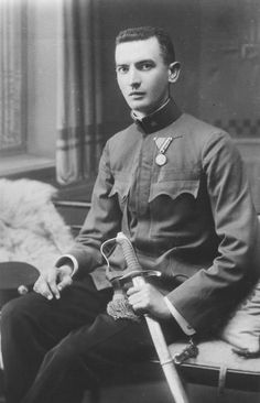 Bela Weinberger served in Austria-Hungary's army in WWI. He was 1 of 440k Jews deported from Hungary in spring '44.