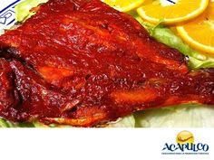 #comidaacapulqueña Pescado a la Talla. TIPS DE COCINA. El Pescado a la Talla goza de enorme fama y es característico de la zona de la Costa Grande. Se puede preparar con una gran variedad de especies de pescado y su exquisito sabor, se debe a la mezcla de los ingredientes con los que se marina previo a su cocción que puede hacerse asándolo o ahumándolo,Te invitamos a probar este delicioso platillo, disfrutando de la increíble vista de Acapulco. www.fidetur.guerrero.gob.mx