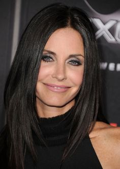 Courtney Cox - great for a night out. Love the eyeliner & silver shadow.