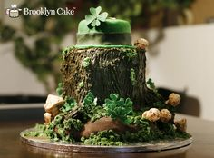 St. Patrick's Day Leprechaun hat and shamrock cake