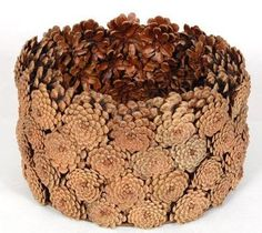 Glue pine cones tightly together around a shallow bowl. Nature Decor, Nature Crafts, Fall Crafts, Decor Crafts, Diy And Crafts, Crafts For Kids, Pine Cone Art, Pine Cone Crafts, Pine Cones