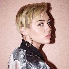It Seems Like Miley Cyrus Left Her Hair Bleach On Too Long - http://oceanup.com/2016/05/12/it-seems-like-miley-cyrus-left-her-hair-bleach-on-too-long/