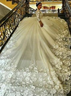 Latest Vintage Lace Applique Tea Length Country Style Wedding Dresses 2017 with Sleeves Ivory Country Style Wedding Dresses, Big Wedding Dresses, Bridal Dresses, Long Sleeve Wedding, Wedding Dress Sleeves, Mi Long, Beautiful Gowns, Ball Gowns, Bride