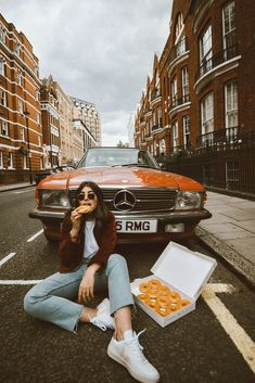 Donuts and vintage cars Fashion Photography Poses, People Photography, Creative Photography, Princesse Disney Swag, Car Poses, Vintage Instagram, Photo Portrait, Poses For Pictures, Car Pictures