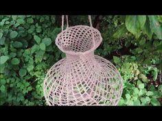 Vintage Modern, Retro Vintage, Crochet Lamp, Crochet Patterns, Christmas Ornaments, Holiday Decor, Pendant, Diy And Crafts, Manualidades
