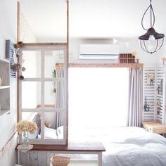 たとえばワンルームの部屋を、リビングと寝室といった感じで仕切りたいことってありますよね?間仕切りは、リビングはリビング、寝室は寝室と区切ることによってメリハリがでてきます。そんな間仕切りをオシャレにして、お部屋のインテリアにしてみてはいかがでしょうか?