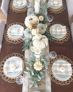 Best neutral fall decor ideas for your home - Willow Bloom Home - - I have rounded up the best neutral fall decor ideas for your home. From front porch ideas to tablescapes and mantle decor, plus a fall decor cheat sheet. Thanksgiving Table Settings, Thanksgiving Decorations, Seasonal Decor, Fall Table Decorations, Fall Table Settings, Thanksgiving Tablescapes, Fall Table Centerpieces, Rustic Thanksgiving, Thanksgiving Celebration