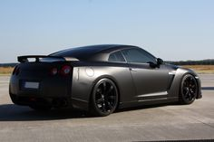 2014 Nissan GT-R Black Edition Outperforms Ferrari California T
