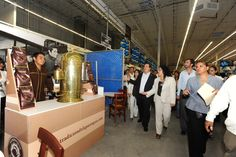 El Gobernador de Veracruz, Javier Duarte de Ochoa, realizó un recorrido por las instalaciones de Sam's y Walmart.