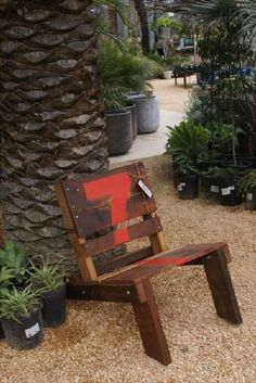 This is another beautifully recycled wood pallet chair that is giving your lounge a beautiful look. You can sit on the pallet chair and read newspapers, books etc and have a cup of tea and this is a great idea to save your money and time and make a useful wood pallet. This chair can be used to sit and just relax your mind.