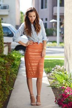 Fall Wardrobe Staple: DIY Pencil Skirt DIY Pencil Skirt--I think I would do a wider waistband, but the rest is fab. Pencil Skirt Outfits, High Waisted Pencil Skirt, Pencil Skirts, Pencil Dresses, Diy Clothing, Sewing Clothes, Sewing Toys, Pencil Skirt Tutorial, Fall Wardrobe