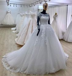 Ball Gown Scoop Neck Tulle Lace Appliqued Bridal Wedding Dresses with Long Sleeves