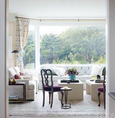 Palmer Weiss & # 8217; casa. El salón cuenta con una gama de colores neutros combinados con colores vivos y líneas limpias. (Fuente La Dolce Vita) ♥ Siga canitbemine para más feliz, feliz. ♥