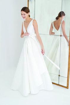 Chic Wedding Dresses, Wedding Suits, Wedding Bride, Formal Dresses, Carolina Herrera Bridal, Drape Gowns, Wedding Goals, Wedding Ideas, Fashion Stylist