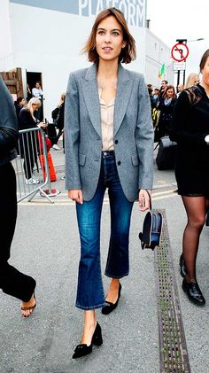 Let Alexa Chung show you how to wear this season's biggest denim trend. She's wearing cropped flare jeans just like she would basic skinnies, mixing them with a simple blouse, a classic blazer, and flats. Jeans Kick Flare, Flare Jeans Outfit, Jeans Trend, Denim Trends, Culotte Style, Alexa Chung Style, Looks Jeans, Mode Jeans, Business Outfit