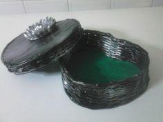 CAIXA EM FORMA DE CORAÇÃO Napkin Rings, Rings For Men, Jewelry, Heart Shapes, Newspaper, Box, Flower, Craft, Men Rings