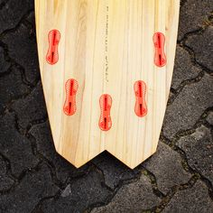 Wooden surfboard with fcs2-plugs