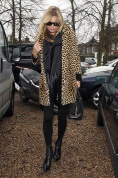 15 cute leggings outfit ideas to try this fall without looking frumpy: Kate Moss wears a leopard fur coat, scarf and boots with black leggings