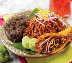 La cochinita pibil es un platillo originario de Yucatán, elaborado con carne de cerdo y …