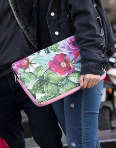 funda-portátil-cactus-y-flores-3 Tablets, Cactus, Tropical, Laptop Sleeves, Flowers