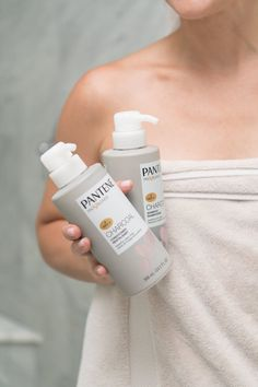 Six tips for going longer between washes including our new favorite shampoo, Pantene Charcoal Collection that purifies by absorbing impurities. Beauty Routine Tips, Beauty Hacks, Beauty Makeup, Hair Makeup, Hair Beauty, Oily Hair, Blush Brush, Relax, Hair Shampoo