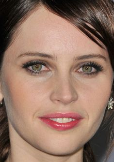 Close-up of Felicity Jones at the 2015 Critics' Choice Awards.